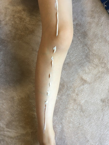 セーフシーを脚に塗る